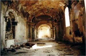 Crkva iznutra nakon ratnih razaranja