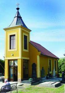 Kapelica Gospe Žalosne na Katoličkom groblju u Starom Vukovaru