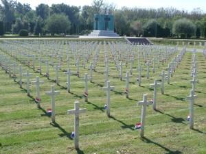 Bijeli križevi na Memorijalnom groblju