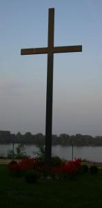 Križ u dvorištu Franjevačkog samostan