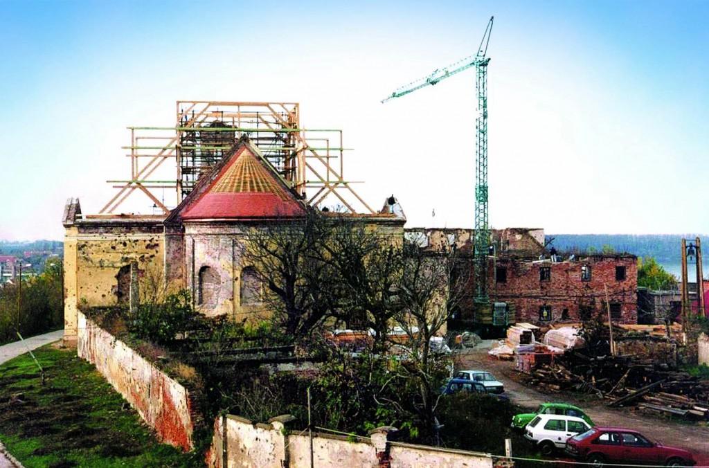 Pogled na franjevački komplekst u tijeku obnove