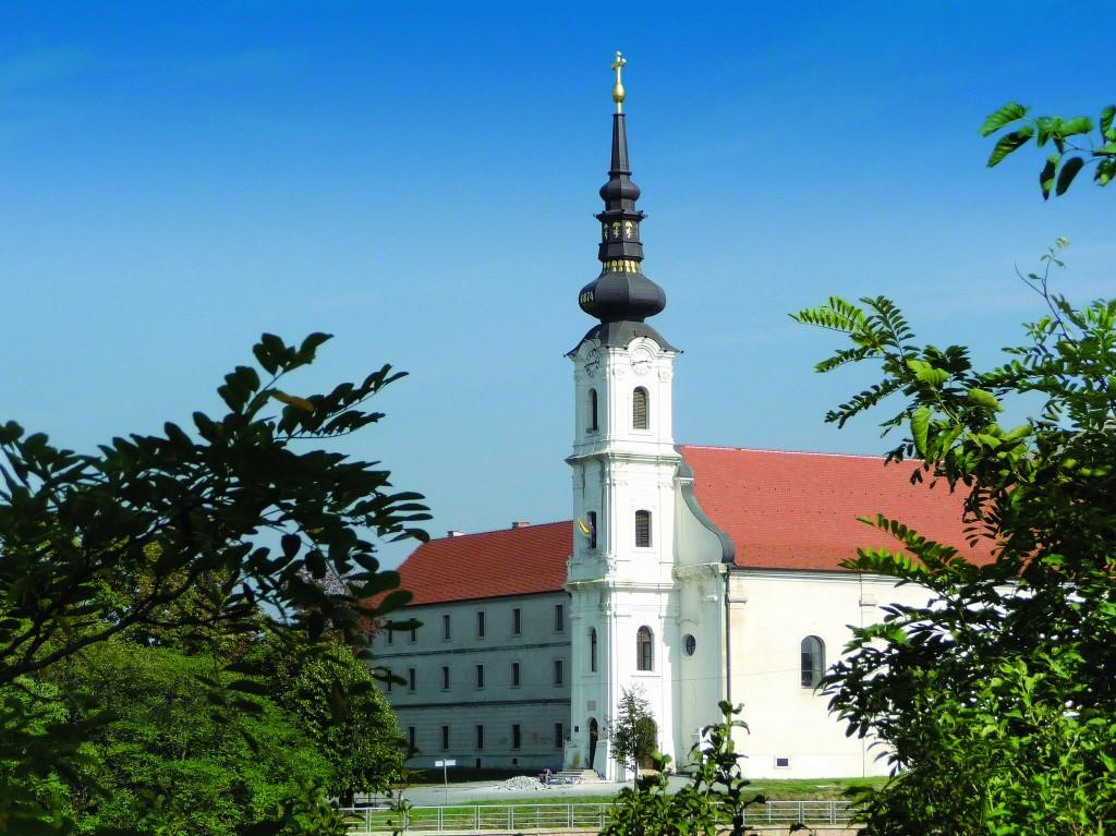 Ulazno pročelje samostna i crkve sa zvonikom