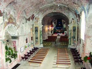 Unutrašnjost crkve prije obnove