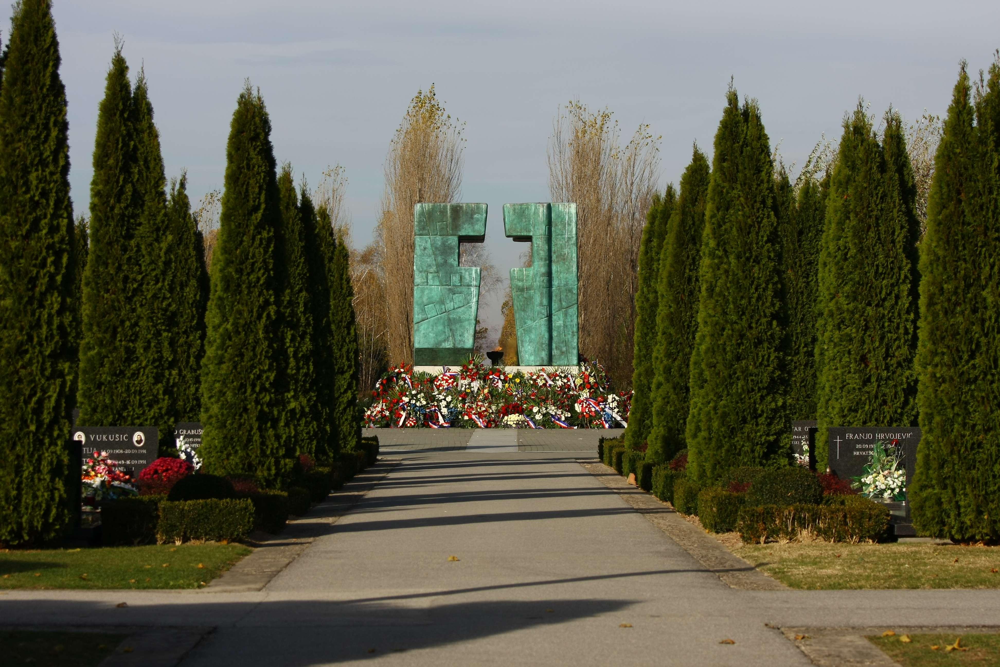 Slikovni rezultat za Memorijalno groblje žrtvama Domovinskog rata