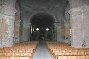 Pogled prema svetištu prije obnove