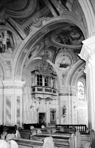 Unutrašnjst prema svetištu