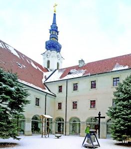samostan klaustar sa zvonikom nakon obnove